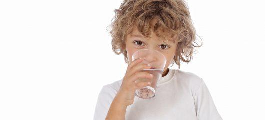 Nawadnianie dziecka jest istotne nie tylko w czasie biegunki