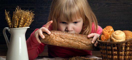 Objawy trwałej nietolerancji glutenu u dzieci. Co różni alergię na gluten od celiakii?